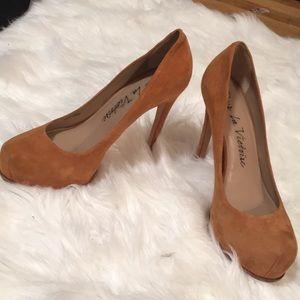 Tan Pour La Victoire Heels | Size 8.5